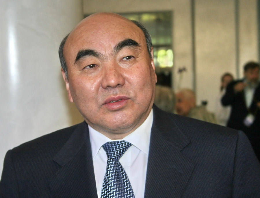 Акаев Аскар